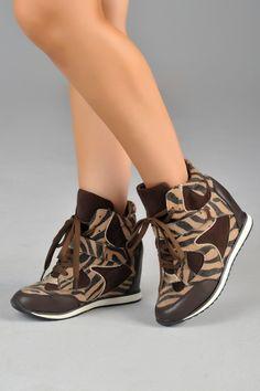 Zapatillas de plataforma MotuFashion. Un look muy chic y fashion, perfecto para sentirte cómoda y atractiva.