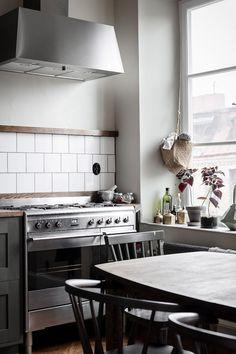 ambiance rustique visite d un appart suedois ambiance rustique cuisine