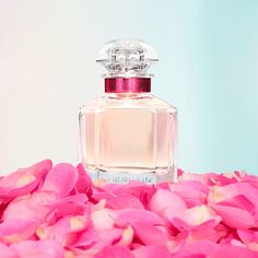 Treat your self to that last touch that is little an evening out with this perfume. Parfum Rose, Parfum Chanel, Fragrance Parfum, Pink Perfume, Perfume Bottles, Perfume Quotes, Oriflame Beauty Products, Perfume Genius, Diy