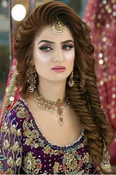 Makeup Artist in Delhi: Top 20 Trendy Indian Bridal Makeup Images Bridal Makeup Looks, Bride Makeup, Bridal Looks, Wedding Makeup, Hair Makeup, Eye Makeup, Pakistani Bridal Hairstyles, Pakistani Bridal Makeup, Wedding Hairstyles For Long Hair