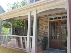 The design of front porch is not always big, but it should be comfortable. Interested about the design? This article will tell you about front porch design Small Front Porches, Front Porch Design, Porch Designs, Chandeliers, Veranda Design, Porch Wall Decor, Front Porch Makeover, Porch Plans, Porch Columns