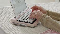 PENNA: A Vintage Typewriter-Inspired Bluetooth Keyboard - Design Milk accessories gadgets Design Blog, Word Design, Design Design, Accessoires Iphone, Vintage Typewriters, Vintage Suitcases, Vintage Luggage, Vintage Cameras, Cool Ideas