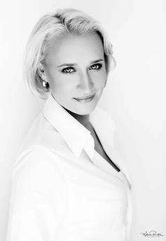 Beautiful Eva Jinek Amazing Photography, Portrait Photography, Dutch Women, Robin, Bowl Cut, Famous Women, Celebs, Celebrities, Feminine