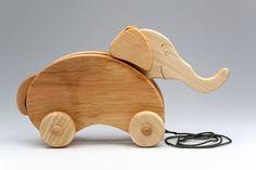 Jouet à pousser en bois  Elephant On Wheels  jouet de par didpanas