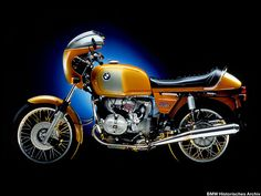 On July 25, 1973, exactly 50 years after production began, the 500,000th #BMW #motorcycle is made. With 900 cc and now boasting five gears, the new BMW R 90 S and 90/6 enter a new dimension of engine volume. The R 90 S not only gives a debut to double-disc front brakes, but is also the world's first production motorcycle to be fitted with a fairing.