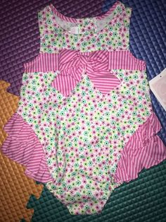 Baby Girl NWT size 18 Months BARN FARM Two Piece Ruffled ROMPER /& BOW Outfit 18M