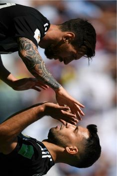 20180616 Argentina Iceland - Lionel Messi and Sergio Agüero (Photo Credit : Getty Images) Argentina Football Team, Sergio Aguero, God Of Football, Kun Aguero, Gareth Bale, Lionel Messi, Soccer Players, Fc Barcelona, Cristiano Ronaldo
