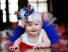 of July baby! Khristine, you must dress Madison like this, this fourth of july! 4th Of July Photos, July Baby, 4th Of July Outfits, Holiday Outfits, Boutique Hair Bows, Feather Headband, Baby Bows, Baby Headbands, Baby Pictures