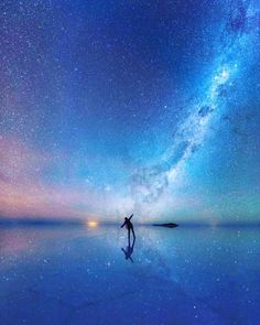 Tag who you'd watch 'The Mirrored Night Sky' with at the world's largest salt flat #VacationWolf http://www.VacationWolf.com Follow our dear friend @alldaytravel : Xiaohua Zhao