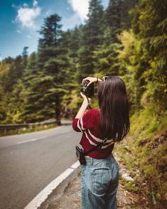 Friend Poses Photography, Portrait Photography Poses, Couple Photography Poses, Stylish Photo Pose, Stylish Girls Photos, Cute Girl Poses, Girl Photo Poses, Travel Pictures Poses, Couple Photoshoot Poses