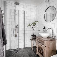 Golvvärmen i badrummet räddar mig när höstrusket ute gör mig iskall! 🚽🚿😅 #bagaregården #renoverat #inspiration #våranrenovering