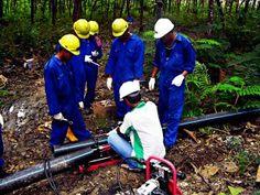 Tim Jasa Instalasi Pipa HDPE sedang berada di lokasi proyek