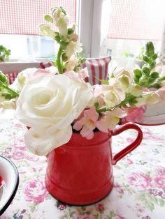 * Kerthelyiség * Violet: virágok