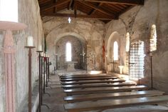 L'interno della Chiesa medievale di San Lorenzo a Varigotti.  http://www.chiesasanlorenzovarigotti.it