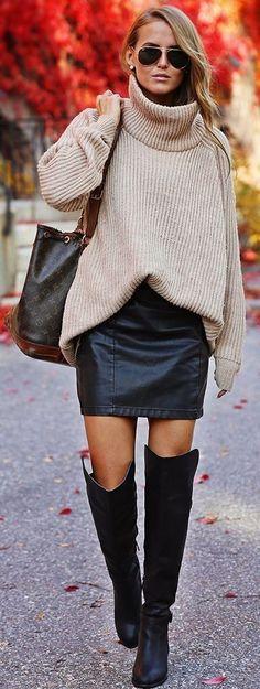 #street #style #spring # 2016 #inspiration | Tortuga suéter crema de cuello, falda de cuero y sobre las botas de la rodilla | por Kiki