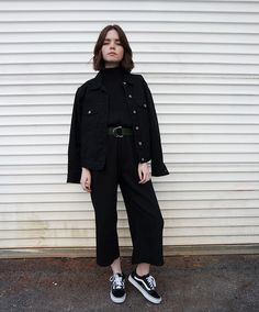 We chatted w/ Reese Blutstein about thrift shopping & how to create a wardrobe on a budget. Street Style 2017, Looks Street Style, Basic Outfits, Casual Outfits, Fashion Outfits, Preppy Style, My Style, Style Urban, Wearing All Black