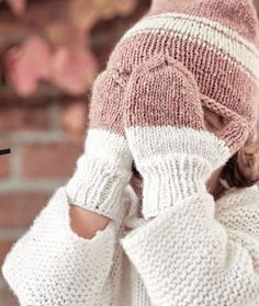 Knitting instructions: hat and gloves for children & BRIGITTE.de Knitting instructions: hat and gloves for children & BRIGITTE. Knitted Hats Kids, Knitting For Kids, Baby Knitting Patterns, Crochet Patterns, Crochet Pullover Pattern, Crochet Gloves Pattern, Knit Crochet, Tricot Simple, Knitting Blogs