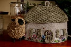 knitted tea cosy by luftedalen, via Flickr