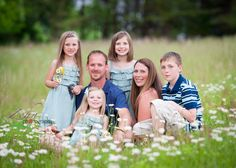 www.zehnphotography.com family photo idea, spring, daisies, wildflowers, family of six photo idea © Zehn Photography 2014