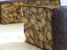Cahill Porter Cheese is smooth, rich, and pairs perfectly with a glass (or two) of Irish Stout. Grapes And Cheese, Milk And Cheese, Creamy Cheese, Wine Cheese, English Cheese, English Food, Prosciutto, Welsh Recipes, Cheese Maker