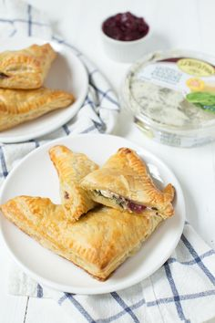 Turkey cranberry spinach and artichoke turnovers are an easy appetizer or snack made with leftover turkey, cranberry sauce and @laterrafina spinach and artichoke dip!