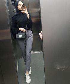 public health and & health psychology - I'm a girl writing an article. Modern Hijab Fashion, Street Hijab Fashion, Hijab Fashion Inspiration, Muslim Fashion, Modest Fashion, Fashion Outfits, Hijab Casual, Ootd Hijab, Hijab Chic