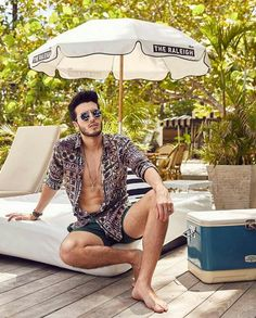 Spanish Musicians, Sebastian Yatra, Barefoot Men, Perfect Legs, Famous Singers, Male Feet, Male Poses, Beautiful Legs, Handsome Boys