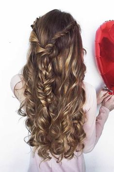 Happy Valentines Day! Have you already thought through every detail of your image? We have a gallery that will inspire you. #happyvalentinesday #valentineshairstyles #hairstyles