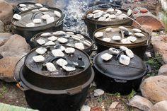 Genuss aus dem Feuer ist mit dem Dutch Oven möglich und selbst Suppen und Eintöpfe lassen sich damit hervorragend zubereiten