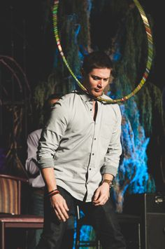 VegasCon2015, Jensen Ackles hula hoops around his head. He's a man of many talents. :)