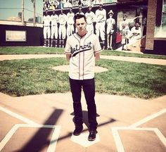 Jack White visits the Negro Leagues Baseball Museum in Kansas City