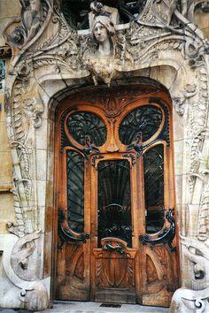 Photo of The Famous Art Noveau Doorway at 29 Avenue Rapp, Paris