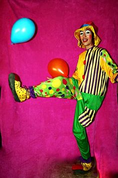 Uno de nuestros payasos para fiestas infantiles en plena actuación.