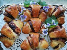 🌼Csokikrémes kiflik🌼 Pretzel Bites, French Toast, Bread, Breakfast, Food, Candy, Yogurt, Morning Coffee, Breads