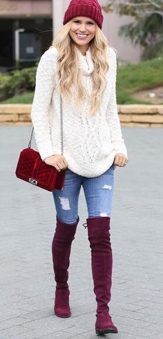 winter cozy outfit : red hat + white sweater + bag + rips + over the knee boots Cozy Winter Outfits, Winter Chic, Autumn Winter Fashion, Outfit Winter, Burgundy Boots, Burgundy Sweater, Chic Outfits, Fall Outfits, Fashion Outfits