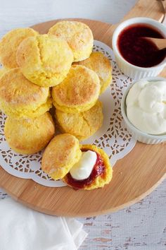 Looking for a recipe for pumpkin scones the old fashioned way (just like CWA pumpkin scones)? Stop here - no mixer required easy pumpkin scone recipe. Scone Recipe Book, Biscotti, Ma Baker, Pumpkin Scones, Thanksgiving, Pumpkin Recipes, Scone Recipes, Diy Pumpkin, Skagen