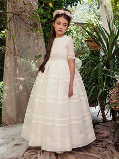 Vestido de comunion barcarola 2015 lo encontrares en sacha moda infantil Cute Dresses, Flower Girl Dresses, Christening Gowns, Communion Dresses, First Communion, Little Princess, Kids Fashion, Daughter, Wedding Dresses