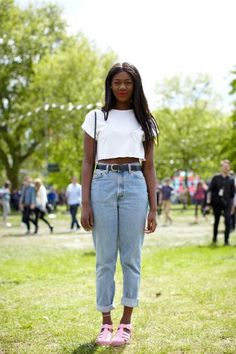 21 Incredible Outfits From London's Field Day Festival #Refinery29 | We love her anklet/jelly sandals combo!