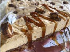 """Νόστιμη συνταγή μαγειρικής από """"Eleni Kappou """"      ΥΛΙΚΑ - ΕΚΤΕΛΕΣΗ  Χτύπησα 500γρ. κρέμα γάλακτος 35% και πρόσθεσα μέσα  400γρ. καραμελωμένο ζαχαρούχο  και 200γρ. τυρί κρέμα Adoro.  Τέλος πρόσθεσα και ανακάτεψα απαλά λίγο Cheesecake, Pie, Desserts, Food, Torte, Tailgate Desserts, Cake, Deserts, Cheesecakes"""