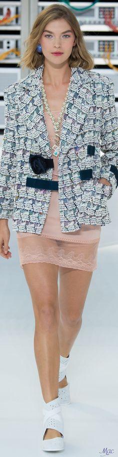 www.2locos.com  Spring 2017 Ready-to-Wear Chanel