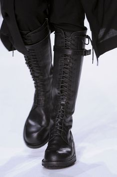 I had boots like this in the Ann Demeulemeester Fall 2013 - Details Dark Fashion, Fashion Shoes, Mens Fashion, Ann Demeulemeester, Elegantes Outfit, Mode Style, Wedding Shoes, Me Too Shoes, Shoe Boots