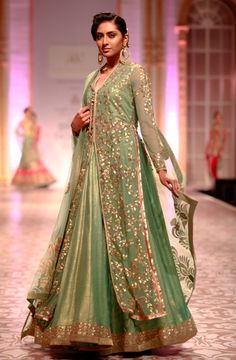 Old Mughal influences, conservative silhouettes dominate at Ashima Leena.