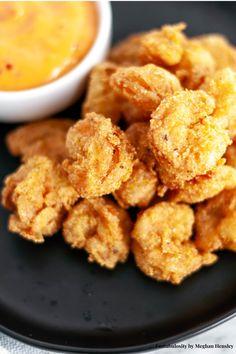 The BEST Fried Shrimp Recipe - So Easy! - Easy Fried Shrimp Recipe and batter how-to! Fried Shrimp Batter, Deep Fried Shrimp, Fried Shrimp Recipes, Breaded Shrimp, Shrimp Recipes For Dinner, Shrimp Dishes, Seafood Dinner, Seafood Recipes, Gourmet Recipes