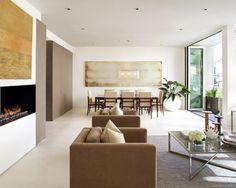 Modern Wohnzimmer Design Mit Wandeingebautem Kamin Und Wandgestaltung Bildern In Gold Als Akzent Zu Der