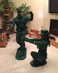 Want to explore some best couples Halloween costume ideas, here is the best collection for you. Halloween is coming and you'll be looking for costime ideas. Couples Halloween, Cute Halloween Costumes, Halloween 2017, Holidays Halloween, Cool Costumes, Halloween Diy, Happy Halloween, Halloween Decorations, Group Costumes