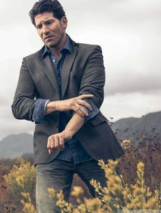 Male Fashion Trends: Jon Bernthal se interna en la naturaleza para Esquire USA en fotos de Beau Grealy