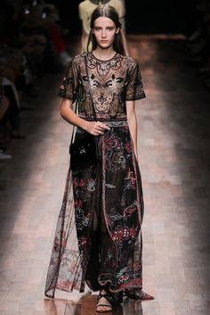 Valentino Spring 2015 Ready-to-Wear Fashion Show - Yana Van Ginneken