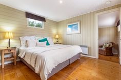 Beautiful little Shell Croft Cottage, just 200 metres from the bayside beach at Rye, Mornington Peninsula central to all the Mornington Peninsula has to offer...spa bath, family and pet friendly. Bliss