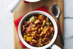 Chili can be hearty without being heavy. By substituting chicken for traditional ground beef you get lots of amazing lean protein. White Bean Chili, No Bean Chili, White Beans, Chili Chili, Chicken Steak, Chicken Chili, Chili Recipes, Mexican Food Recipes, Ethnic Recipes