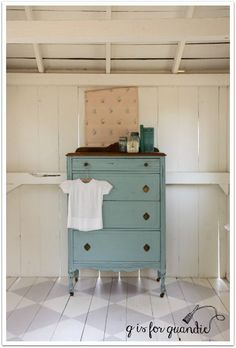 Mix of French Enamel & Lucketts Green Miss Mustard Seed's Milk Paint.